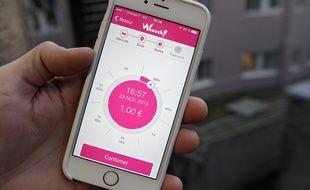 L'application Whoosh! permet de payer son stationnement avec son téléphone. Ici lors de son lancement à Lille.