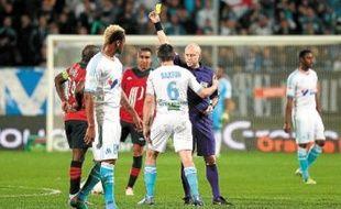 Joey Barton  a reçu son premier avertissement en Ligue 1  pour une semelle sur un Lillois.