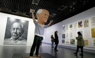 """Des visiteurs à l'exposition """"Picasso.mania"""" le 6 octobre 2015 au Grand Palais à Paris"""