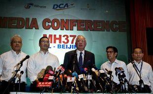 Le Premier ministre malaisien Najib Razak annonce la fin des recherches en mer de Chine méridionale, le 15 mars 2014.
