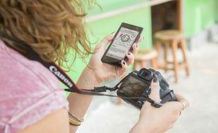 Les fabricants d'appareils photo numériques tentent de jouer la complématarité avec le smartphone.