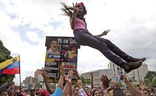 Une supportrice de Nicolas Maduro, le 4 août 2017 à Caracas.