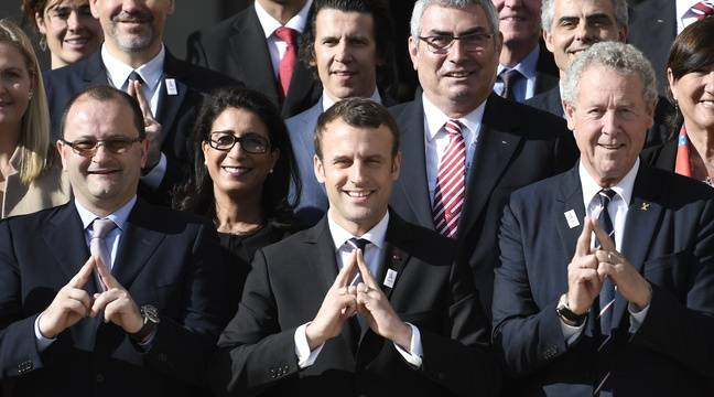 Emmanuel Macron, au centre (pléonasme) – STEPHANE DE SAKUTIN / AFP