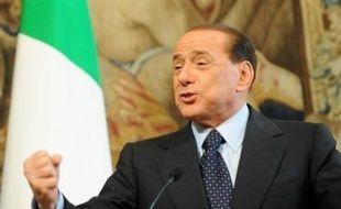 Le Sénat italien a voté mardi le projet de loi sur l'immunité pénale des quatre plus hauts responsables de l'Etat, dont le chef du gouvernement Silvio Berlusconi, rendant son adoption définitive après le vote des députés le 10 juillet, a annoncé l'agence Ansa.