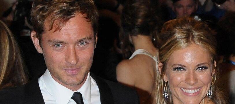 Les acteurs Jude Law et Sienna Miller en 2010