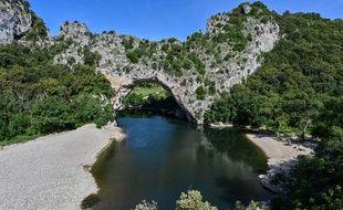 Photo d'illustration du Pont-d'Arc, là où un jeune homme s'est noyé mardi dans la rivière Ardèche.