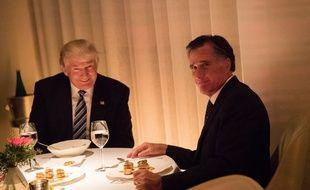 Mitt Romney a rencontré Donald Trump, faisant pleuvoir les critiques des internautes