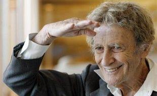 """Né le 22 mars 1923 à Strasbourg, engagé dans la Résistance en 1944, Marcel Marceau, une fois démobilisé, s'oriente d'abord vers la carrière de peintre et d'émailleur et suit les cours de l'Ecole des Arts décoratifs de Limoges. Mais passionné par le théâtre, il devient l'élève de Charles Dullin, débute sur scène dans """"Volpone"""", au théâtre Sarah Bernhardt, avant de trouver sa voie chez le mime Etienne Decroux."""