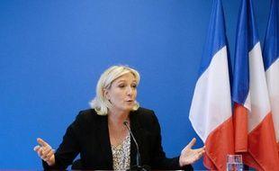 La présidente du FN Marine Le Pen s'exprime lors d'une conférence de presse le 25 mars 2014 à Nanterre