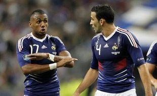 Les joueurs de l'équipe de France, Yann M'Vila (à gauche) et Adil Rami lors de la défaite face à la Biélorussie, le 3 septembre 2010.