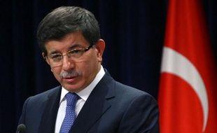 La Turquie a décidé d'imposer des sanctions économiques et financières contre le régime syrien qui continue de réprimer dans le sang un mouvement de contestation, a déclaré mercredi le chef de la diplomatie turque Ahmet Davutoglu.