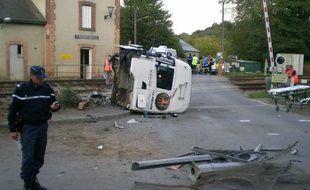 Un poids lourd et un train étaient entrés en collision gare de Saint-Médard-sur-Ille (Ille-et-Vilaine), le 12 octobre 2011.