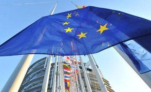 Le drapeau européen devant le Parlement à Strasbourg