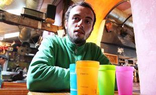 Jean-Baptiste Le Roux mène le projet de gobelet à base de plastique d'algues pour Esprit Planète.