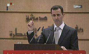 """Le président syrien Bachar al-Assad, dont le régime est contesté par la rue depuis 10 mois, a estimé mardi que son pays faisait l'objet d'un """"complot étranger"""" et a promis d'y répondre, la Ligue arabe dénonçant de son côté des attaques contre ses observateurs dans le pays."""
