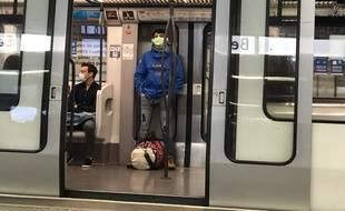 Des utilisateurs lyonnais du métro, ici le 11 mai au moment du déconfinement.