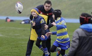 Des jeunes rugbymen participent à un entraînement ludique avec les joueurs du XV de France, le 28 janvier 2018 à Marcoussis.