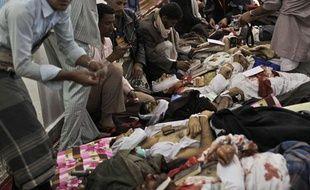 Les partisans du régime ont ouvert le feu sur des manifestants, le 18 mars 2011, à Sanaa au Yémen.