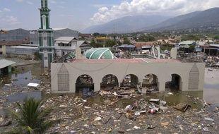 Les ruines d'une mosquée après le tsunami à Palu, sur l'île de Sulawesi, en Indonésie, le 29 septembre 2018.