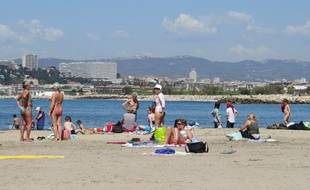 La plage de la Pointe-Rouge à Marseille voit revenir ses premiers baigneurs.