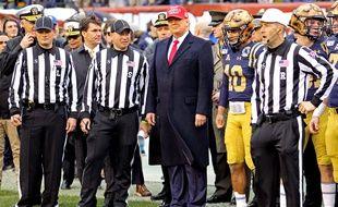 Donald Trump lors d'un match de football américain entre les Black Knights de l'Army et les Midshipmen de la Navy, à Philapdelphie, le 14 décembre 2019.