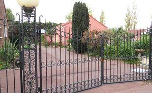 La porte d'entrée du centre Zahra, à Grande -Synthe, dans le Nord.