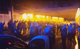 Des supporters irlandais chantent à Bordeaux le 17 juin 2016.