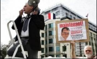 """Il court, il court, Nicolas Miguet: candidat pour la 2è fois à la présidentielle, le président du Rassemblement des contribuables français (RCF) se dit """"raisonnablement optimiste"""" pour l'obtention des 500 parrainages requis grâce au """"vivier"""" de maires constitué en 2002."""