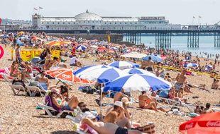 Pour certains, mater à la plage ou aux terrasses des cafés quand on est en couple est un crime de lèse-majesté.