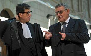 L'ancien maire de La Faute-sur-Mer, René Marratier, et son avocat, Didier Sabin (G),  le 19 novembre 2015 au tribunal à Poitiers