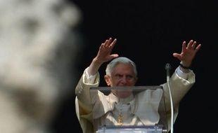 """Le pape Benoît XVI a appelé dimanche l'Eglise et tous ses membres à """"se renouveler"""" et à """"se réorienter vers Dieu en reniant l'orgueil et l'égoïsme"""", lors de l'avant-dernier Angélus précédant sa démission prévue le 28 février."""