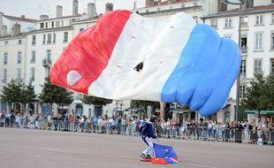 Un parachutiste de l'Armée de l'air lors d'une démonstration (illustration).