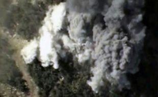 Capture d'écran le 13 octobre 2015 d'une vidéo rendue publique par le ministère de la Défense russe montrant, d'après le ministère, des frappes russes en Syrie