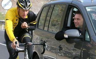 Johan Bruyneel, directeur sportif de l'US Postal et Discovery Channel lors des sept victoires de Lance Armstrong au Tour de France, a été contraint au départ vendredi par son équipe actuelle, la formation luxembourgeoise RadioShack, après les révélations de l'Agence antidopage américaine (Usada)