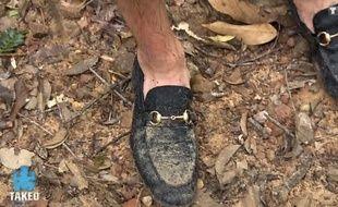 Dylan aurait pu apporter des chaussures plus adaptées que des mocassins pour faire Koh-Lanta