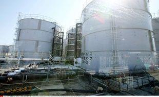 Des réservoirs de stockage temporaire d'eau pompée dans le sol à la centrale de Fukushima Daiichi, le 11 avril 2011.