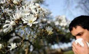 La rhinite alelrgique, ou rhume des foins, fait son retour avec le printemps
