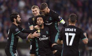 Marcelo félicité par ses coéquipiers après son égalisation à Munich.