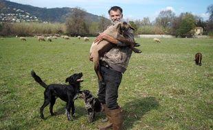 Pierry Estève est à la tête d'un troupeau d'une soixantaine d'ovins