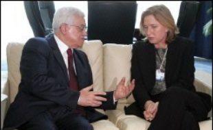 Le dirigeant Mahmoud Abbas a rencontré dimanche la ministre israélienne des Affaires étrangères Tzipi Livni et le vice-Premier ministre Shimon Pères, en marge du Forum économique mondial (WEF) réuni à Charm el-Cheikh en Egypte.