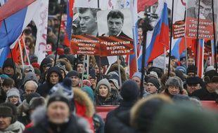 La candidate à l'élection présidentielle russe Ksenia Sobchak, au centre, lors d'une marche en hommage à l'opposant assassiné en 2015 Boris Nemtsov, le 25 février à Moscou.
