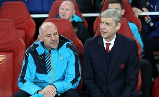 Arsène Wenger et Arsenal ont pris un avion pour leur déplacement à Norwich. Durée du trajet: 14 minutes.