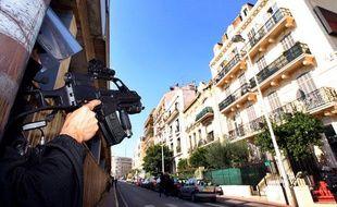 Un membre du GIPN lors d'une intervention anti-terroriste à Cannes (Alpes Maritimes), le 6 octobre 2012.