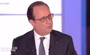 """Capture d'écran de François Hollande sur le plateau de """"Dialogues citoyens"""" sur France 2 le 14 avril 2016 ."""