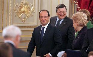 """Les dirigeants européens, réunis mardi à Paris pour une grande conférence sur l'emploi des jeunes, ont souligné à l'unisson la nécessité d'""""aller vite"""" pour réduire le chômage des moins de 25 ans, qui sont aujourd'hui près de 6 millions en Europe."""