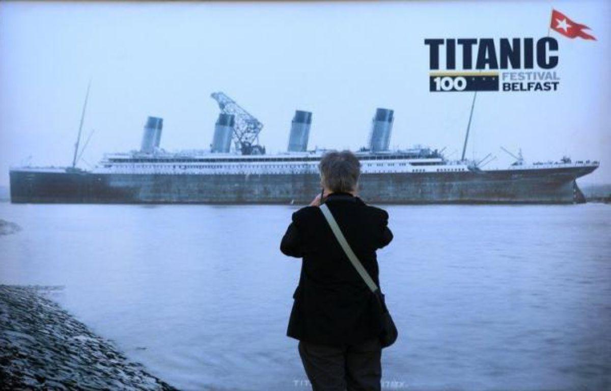 Fleurs jetées à la mer qui avait englouti le Titanic, fusées de détresse sur le port canadien d'Halifax où reposent de nombreuses victimes: 100 ans après le naufrage, la légende de l'orgueilleux paquebot reprend vie. – Peter Muhly afp.com