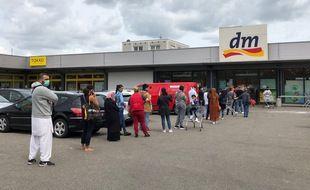 Devant l'un des Dm-Drogerie Market de Kehl, la ville-frontière proche de Strasbourg.