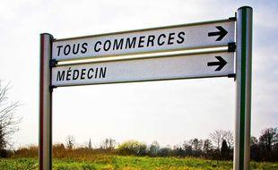 Un panneau indique un médecin en zone rurale (illustration).