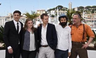 """L'équipe du film """"Le Fils de Saul"""" du Hongrois Laszlo Nemes, pose le 15 mai 2015 avant la projection du film en compétition à Cannes"""