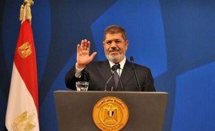 L'invalidation dimanche par la justice égyptienne du Sénat et de la commission constituante représente un sérieux revers politique pour le pouvoir du président islamiste Mohamed Morsi, qui estime toutefois que cette décision aura peu d'effet dans la pratique.